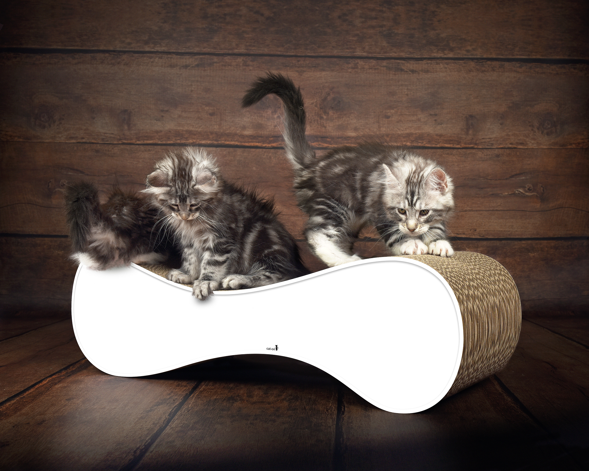 White cardboard scratcher for cats Le Ver - sustainable, sturdy & ergonomic