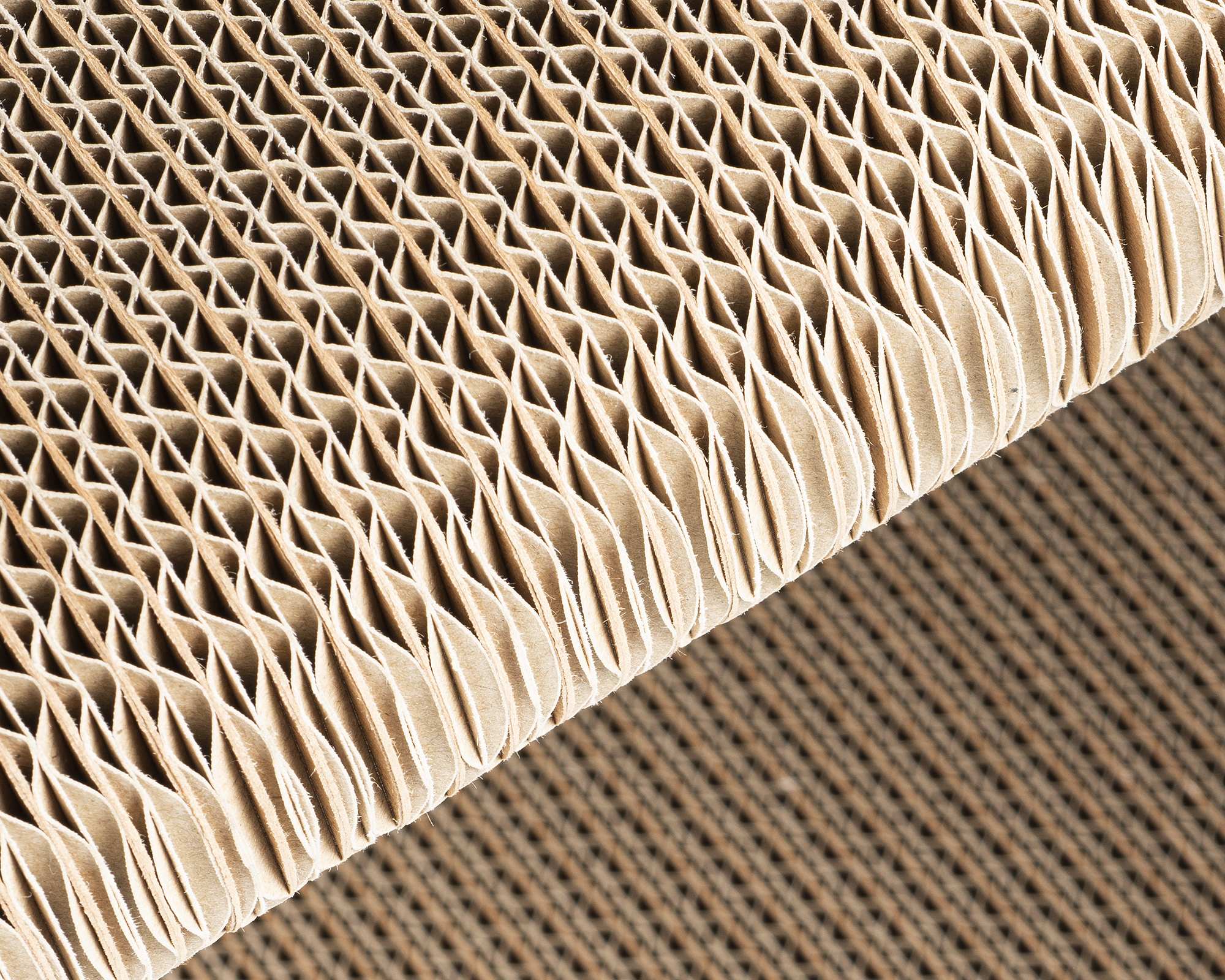 High-quality cat scratcher made of fsc-certified heavy duty corrugated cardboard with long fresh wood fibers